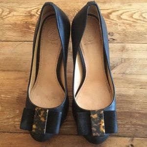 Tory Burch Chase Black leather pump/heels.